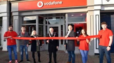 MAYOR OF GAINSBOROUGH OPENS NEW VODAFONE STORE